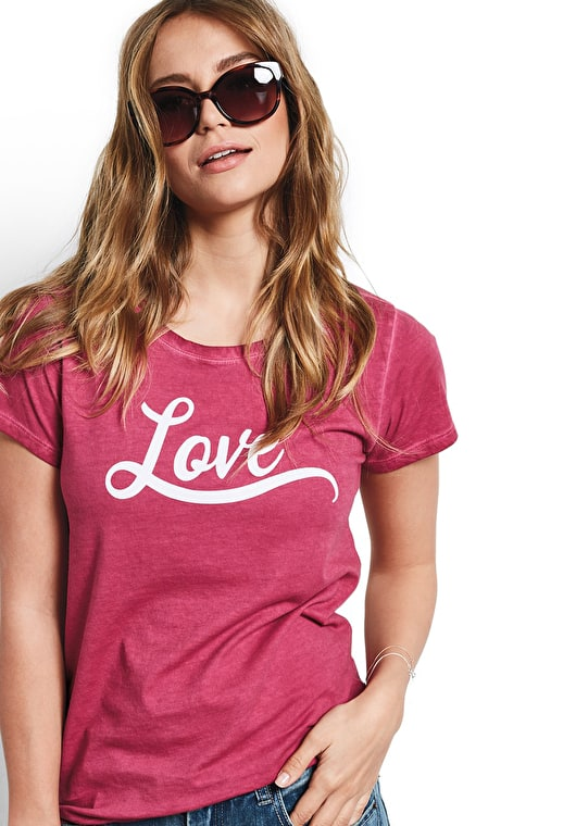Model wears our Bold slogan love tee in cardinal red and white