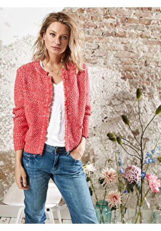 Model wears our chic textured jacket in a relaxed style cardigan jumper with fringe detailing in stunning hibiscus and white