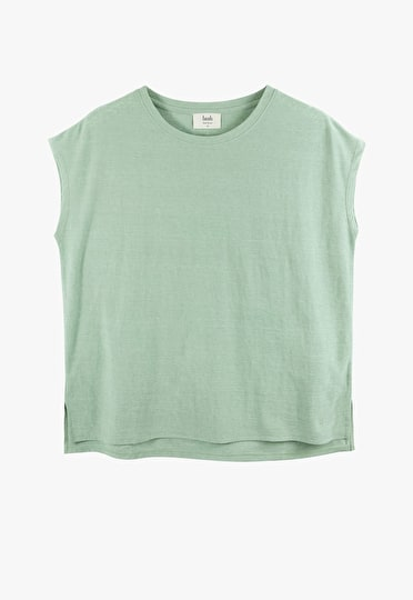 Boxy oversized tee with a round neck and short sleeves in granite green