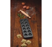World of Flavours Italian Non-Stick Ravioli Mould