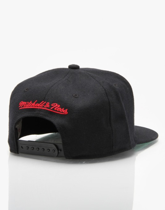 Mitchell & Ness NBA Chicago Bulls Wool Solid Snapback Cap - Black