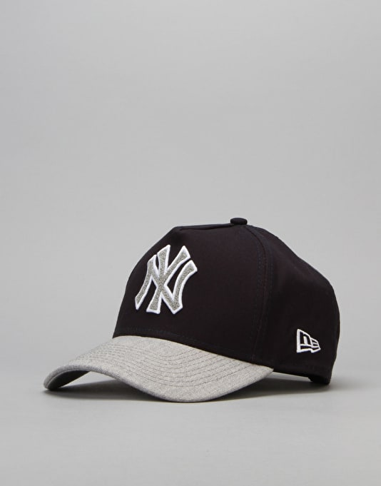 New Era MLB New York Yankees Team Chenille Logo Cap - Blue