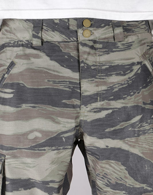 Burton Covert Insulated 2018 Snowboard Pants - Olive Green Worn Tiger