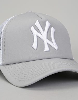 New Era MLB New York Yankees Clean A Frame Trucker Cap - Grey/White