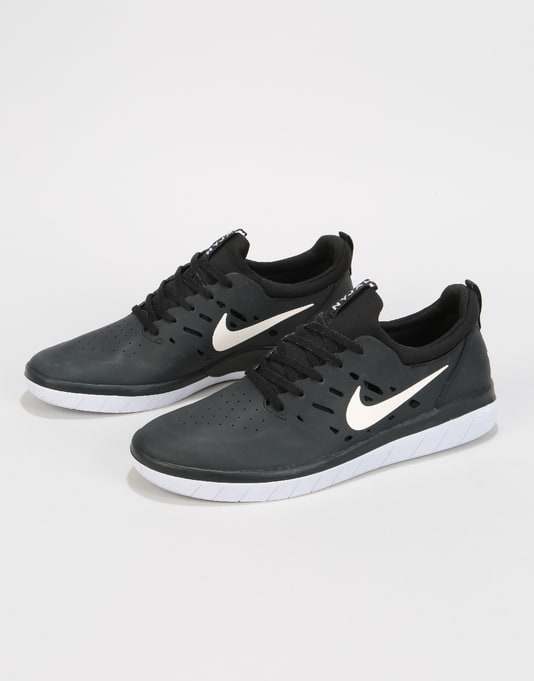 Nike SB Nyjah Free Skate Shoes - Black/White