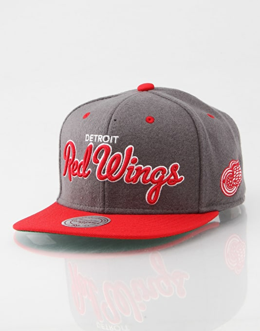 Mitchell & Ness NHL Detroit Red Wings Melton Script Snapback Cap
