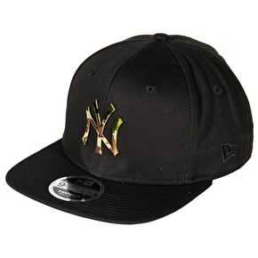 New Era 9FIFTY NY Camo Metal Badge Cap - Black
