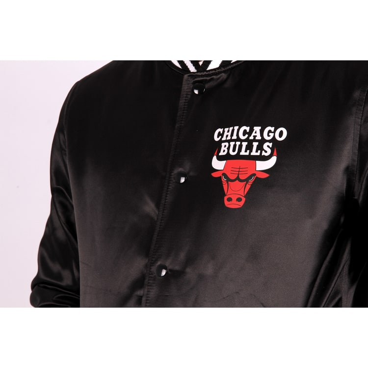 New Era NBA Chicago Bulls Tip Off Sateen Bomber Jacket - Black